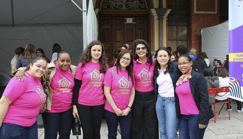 Outubro Rosa: Corretora Cidadã na Carreta da Mamografia